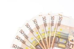 O meio círculo fez com euro- dinheiro europeu das cédulas 50 no fundo branco Fotografia de Stock