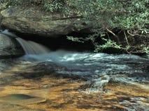 O meio cai no parque estadual de pedra da montanha Fotos de Stock Royalty Free