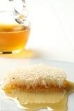 O mel derrama a classe do favo de mel. Foto de Stock Royalty Free