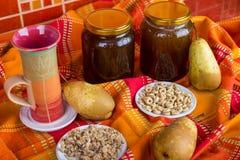 O mel do café da manhã e o fruto saudáveis, aveia lascam-se fotografia de stock royalty free