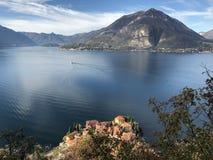 O melhor como Italia do lago do varenna da luz do sol fotografia de stock