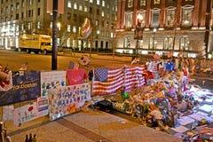 O memorial das flores estabelece-se na rua de Boylston em Boston, EUA Imagem de Stock