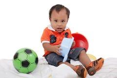 O menino aprecia jogar com brinquedos Fotografia de Stock
