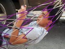 O menino asiático novo bonito joga o telefone esperto Imagem de Stock
