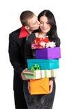 O menino beija a menina, prendendo uma caixa dos presentes fotografia de stock royalty free