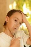 O menino caiu doente com um frio Fotos de Stock Royalty Free