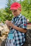 O menino com gelado Foto de Stock Royalty Free