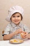 O menino com laranja Foto de Stock