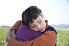 O menino com mum Imagens de Stock Royalty Free
