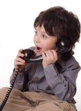 O menino com um telefone Fotografia de Stock