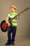 O menino com uma guitarra Fotografia de Stock Royalty Free