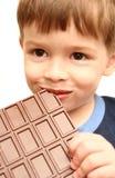 O menino come Imagens de Stock