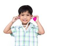 O menino da maca está vestindo o estetoscópio fotografia de stock royalty free