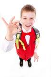O menino de escola mostra ESTÁ BEM Fotografia de Stock