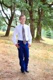 O menino de escola veste o laço fotografia de stock