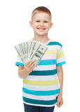 O menino de sorriso que guarda o dólar desconta o dinheiro em sua mão Imagem de Stock