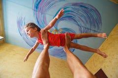 O menino do voo gosta do super-herói Fotos de Stock Royalty Free