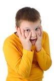 o menino dos anos de idade 10 surpreendeu agradavelmente isolado Imagem de Stock