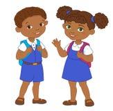 O menino e a menina com aluno das trouxas ficam a escola dos desenhos animados Fotografia de Stock Royalty Free