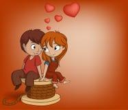 O menino e a menina estão sentando-se com forma do coração Imagem de Stock