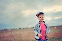 O menino em um tampão Fotografia de Stock