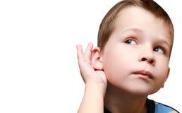 O menino escuta a bisbolhetice Foto de Stock