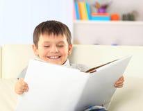 O menino está lendo um livro fotografia de stock royalty free