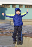 O menino está saltando Imagem de Stock