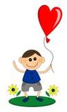 O menino feliz guarda o balão na forma do coração Foto de Stock
