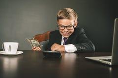 O menino ganhou muito dinheiro Imagens de Stock