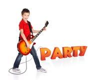 O menino joga na guitarra elétrica com texto 3d Foto de Stock
