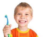 O menino limpa os dentes Fotos de Stock