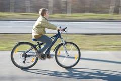 O menino monta a bicicleta Imagens de Stock Royalty Free