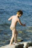 O menino no mar Fotos de Stock Royalty Free