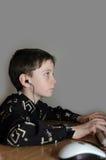 O menino nos auscultadores Fotos de Stock Royalty Free