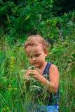 O menino novo em um verde imagens de stock