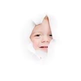 O menino olha no furo Foto de Stock
