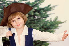 O menino pequeno no chapéu armado Imagem de Stock Royalty Free