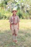 O menino tailandês veste o uniforme do boyscout fotos de stock