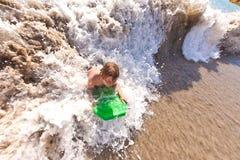 O menino tem o divertimento na praia Imagem de Stock