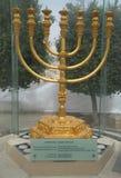 O menorah dourado situado no quarto judaico na cidade velha do Jerusalém Imagem de Stock Royalty Free