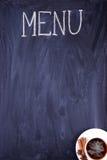 O menu Escrito no giz em um quadro sujo preto Fotografia de Stock