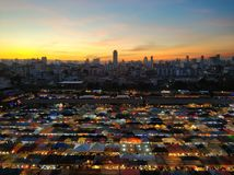 O mercado da noite de Banguecoque fotografia de stock