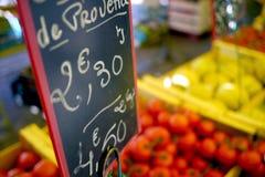 O mercado de fruto assina dentro france Imagens de Stock