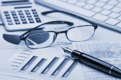 O mercado de valores de acção representa graficamente a análise fotografia de stock