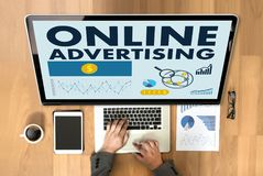 O mercado do Web site da PUBLICIDADE ONLINE, atualização tende a propaganda Imagens de Stock Royalty Free