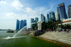 O Merlion, Singapura. imagens de stock royalty free