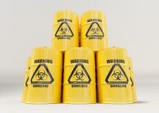 O metal amarelo barrels com sinal de aviso preto do biohazard no fundo branco fotos de stock royalty free