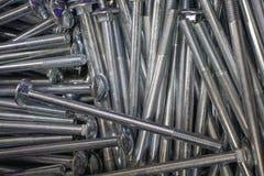 O metal aparafusa para a conex?o do ferro e das pe?as de madeira fotografia de stock royalty free