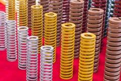 O metal de grande resistência colorido da bobina salta para o molde e morre fotografia de stock royalty free
